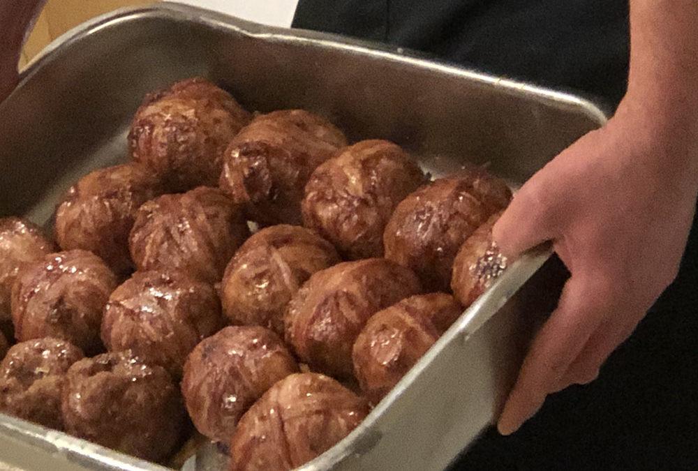 Harmonieballen bij slagerij Kastelein